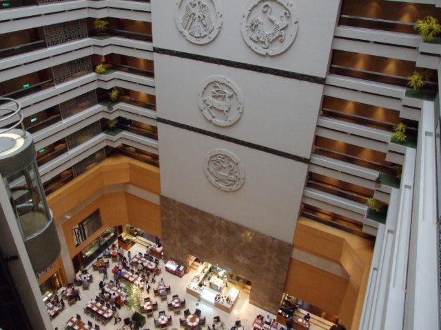 Atrium und Restaurant im Sheraton Grande Taipei