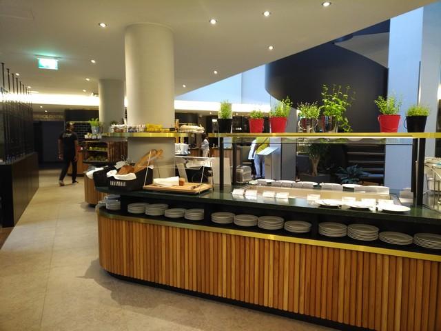 Restaurant mit Frühstücksbuffet im Hilton Garden Inn Frankfurt City Centre