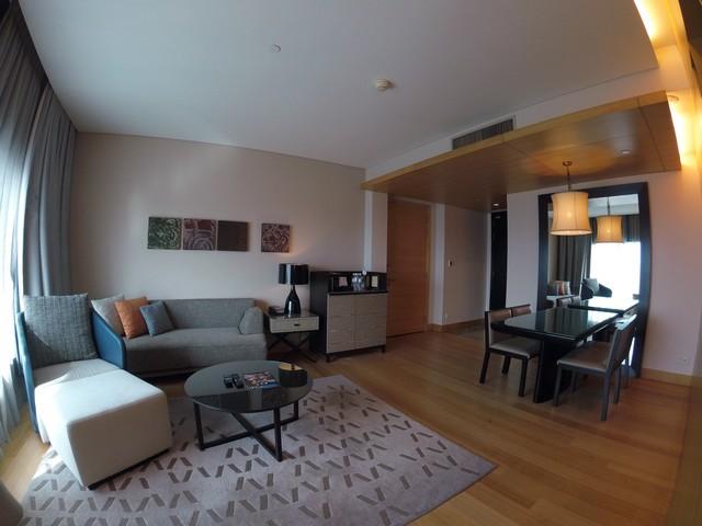 Wohnzimmer einer Grand Executive Suite im Hilton Kuala Lumpur