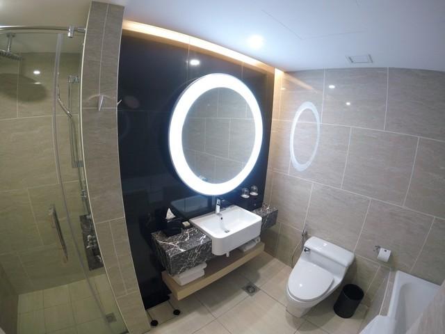 Badezimmer eine Suite im Renaissance Kuala Lumpur
