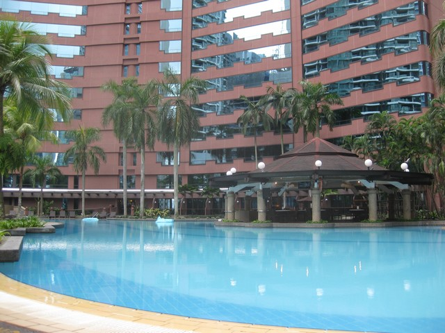Pool im Renaissance Kuala Lumpur