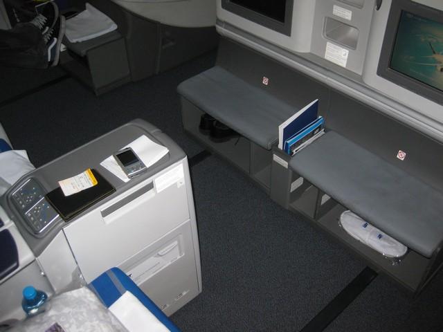 LOT Business-Class (Boeing 787-8)