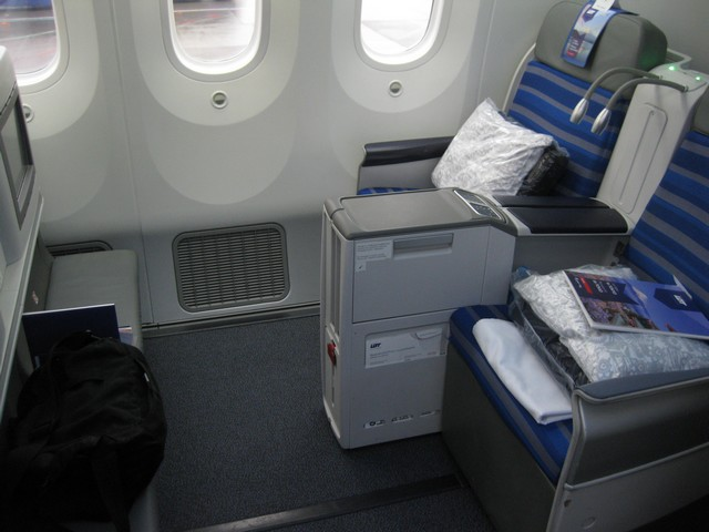 LOT Business-Class (Boeing 787-8)