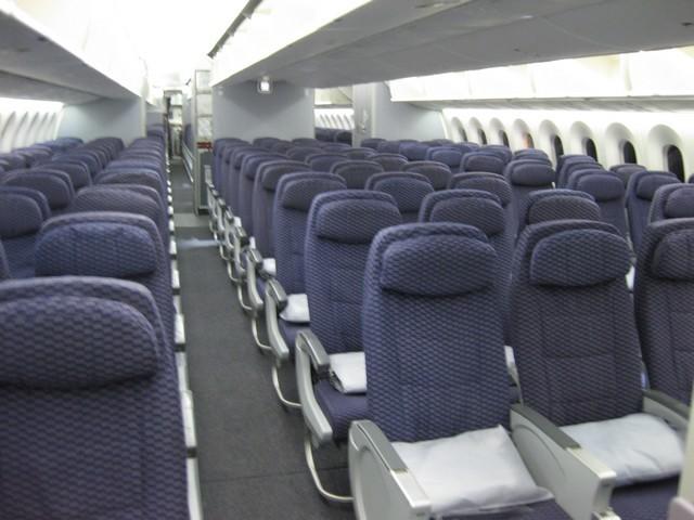 UA Economy-Class (Boeing 787-8)