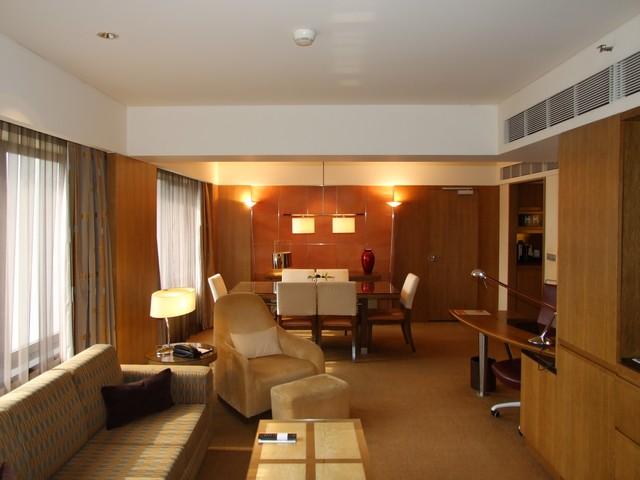 Wohnraum einer Grand Suite im Grand Hyatt Singapore