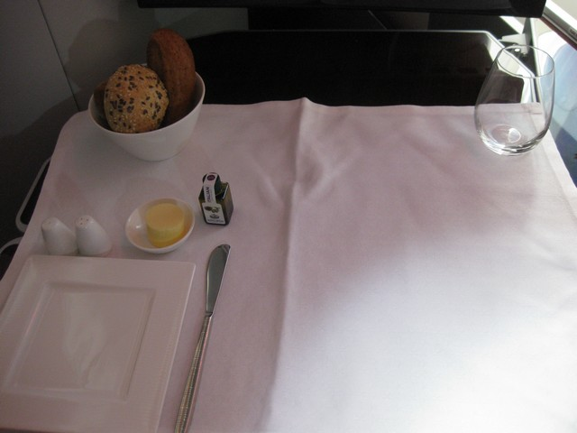 Essensservice Business-Class / QR301 HEL-DOH