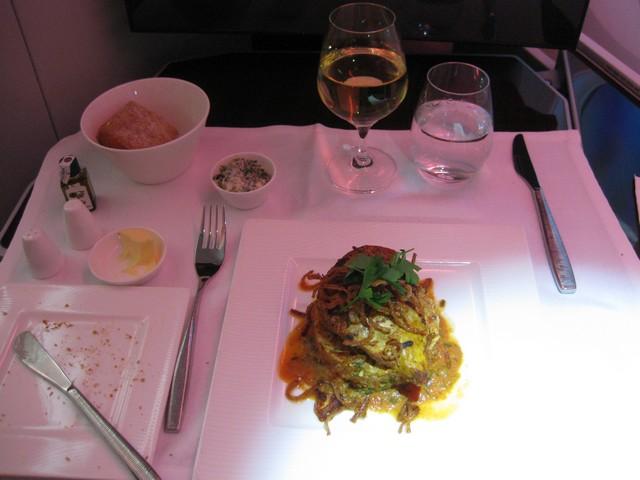 Abendessen (Hauptgericht) Business-Class / QR301 HEL-DOH