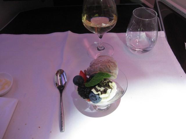 Abendessen (Dessert) Business-Class / QR301 HEL-DOH