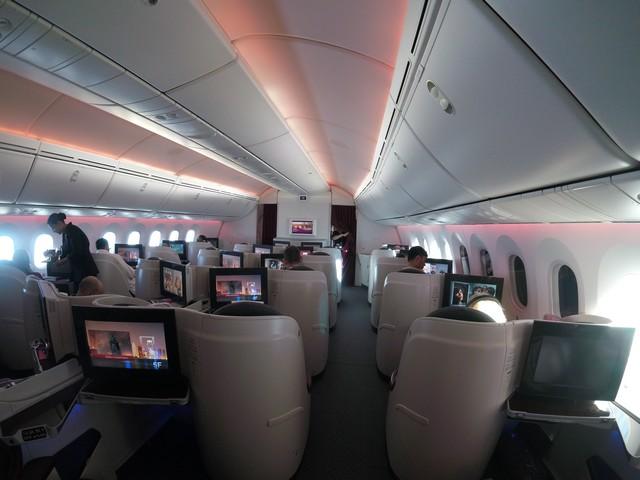 Business-Class Kabine / QR302 HEL-DOH