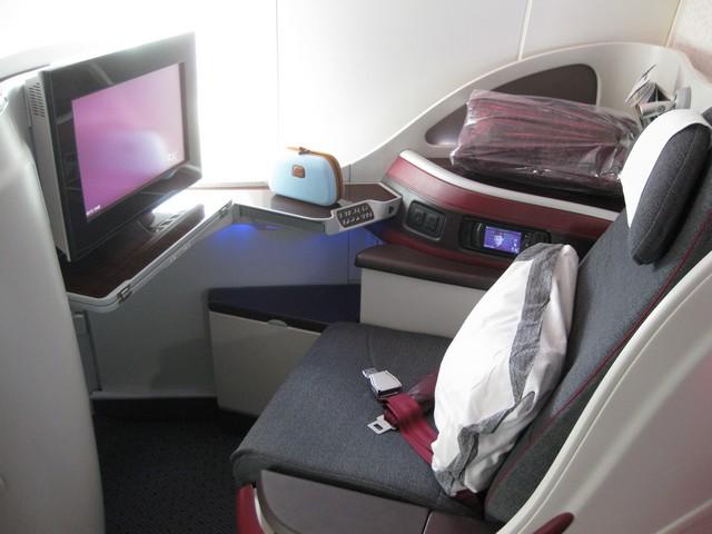 Business-Class Sitz / QR302 HEL-DOH
