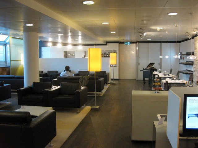 Swiss First Class Lounge E in Genf