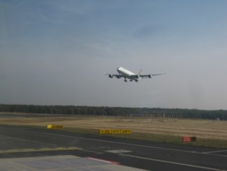 LH Airbus A340-300