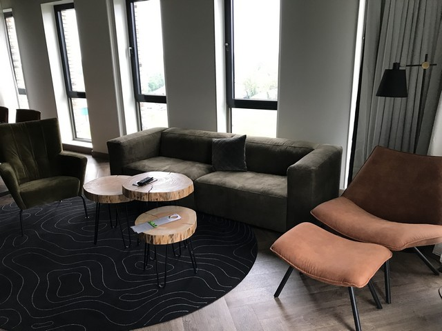 Wohnbereich einer Suite im Renaissance Amsterdam Schiphol
