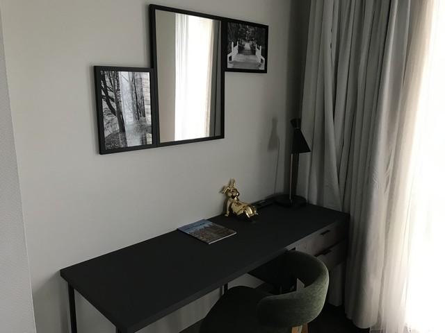 Arbeitsbereich einer Suite im Renaissance Amsterdam Schiphol