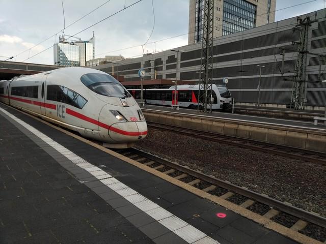 ICE im Hauptbahnhof Düsseldorf
