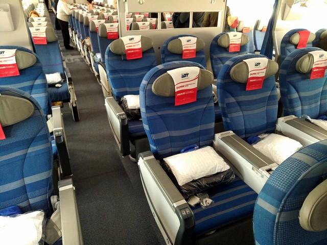 LO Premium-Economy-Class (Boeing 787-9)