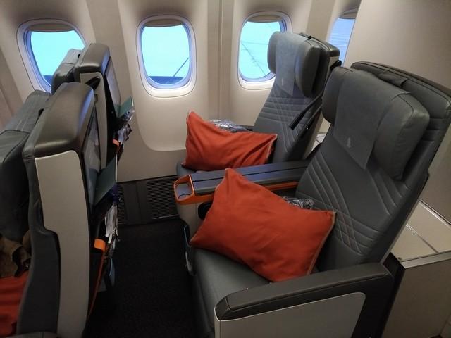 SQ Premium-Economy-Class (Boeing 777-300ER))