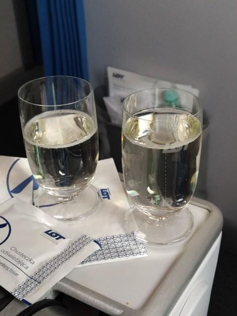 Pre-departure drink Premium-Economy-Class / LO3 WAW-ORD