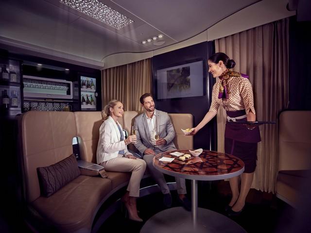 """Etihad Airways """"The Lobby"""" Bar im Airbus A380-800"""