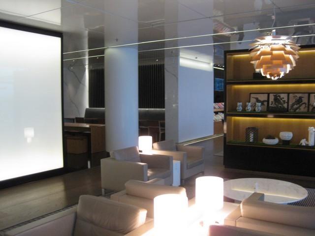 """Cathay Pacific """"The Bridge"""" Lounge Hong Kong"""