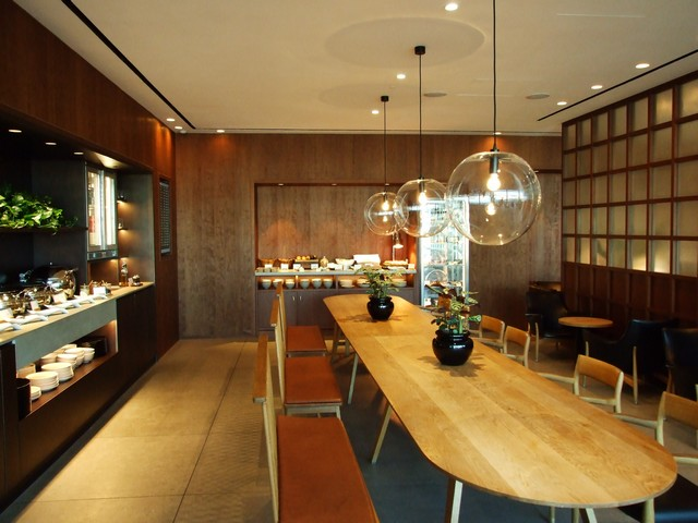 Cathay Pacific Business-Class Lounge London-Heathrow