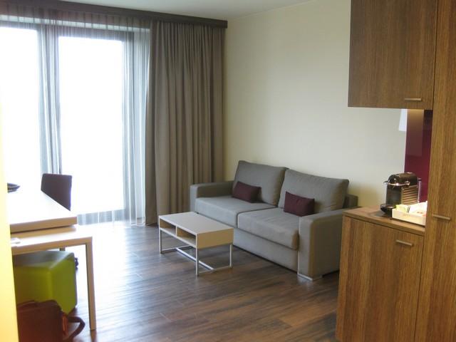 Wohnbereich der Suite mit separatem Schlafzimmer