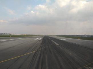 Startbahn am Flughafen Warschau