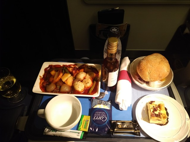 Abendessen Premium-Economy-Class / BA9 LHR-BKK