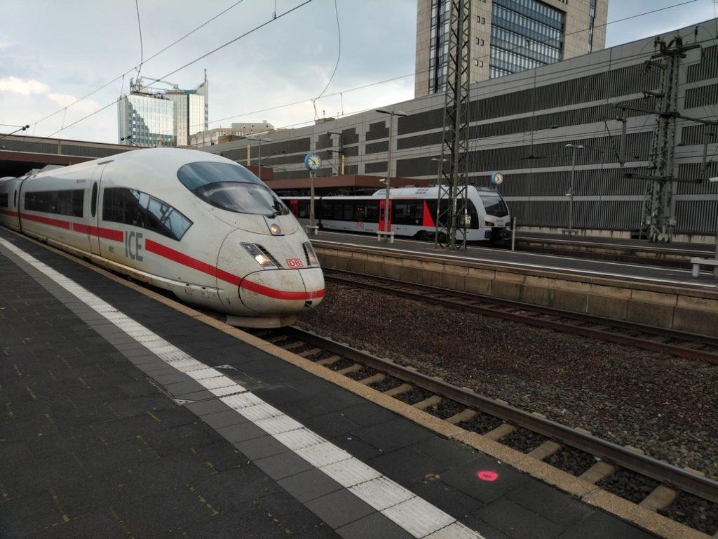 ICE im Düsseldorf Hauptbahnhof