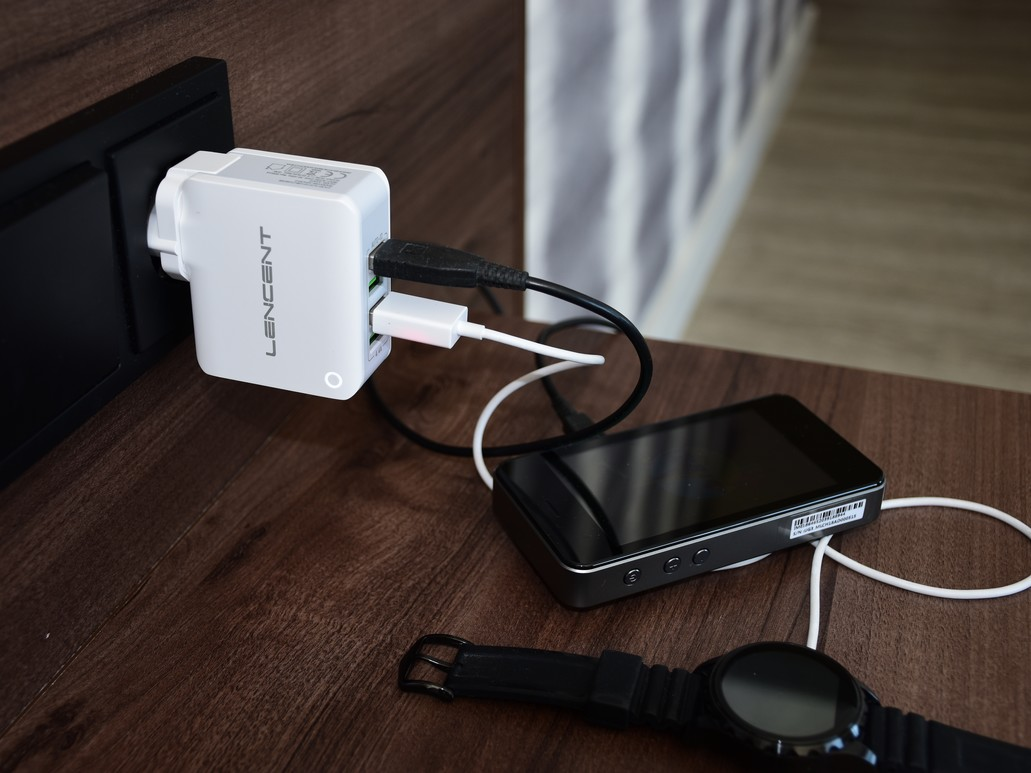 Lencent Multi USB Ladegerät mit internationalen Steckern