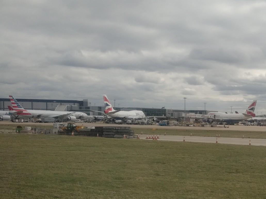 American Airlines und British Airways Flugzeuge in London Heathrow