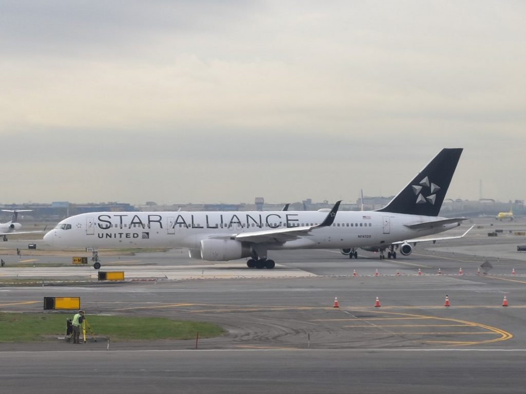 United Airlines Airbus Boeing 757-200 in Star Alliance Livery