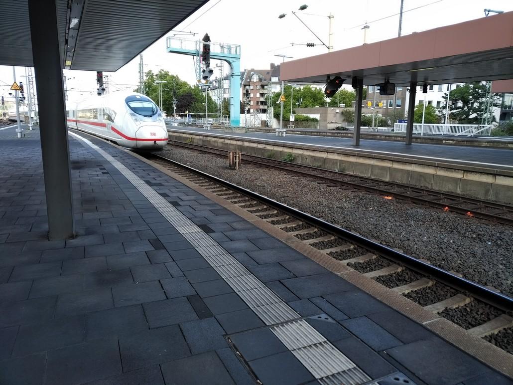 ICE 3 im Hauptbahnhof Düsseldorf