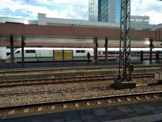 ICE 1 im Hauptbahnhof Düsseldorf