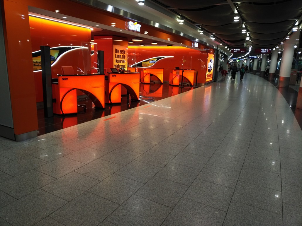 Sixt Mietwagen Schalter am Flughafen Düsseldorf International