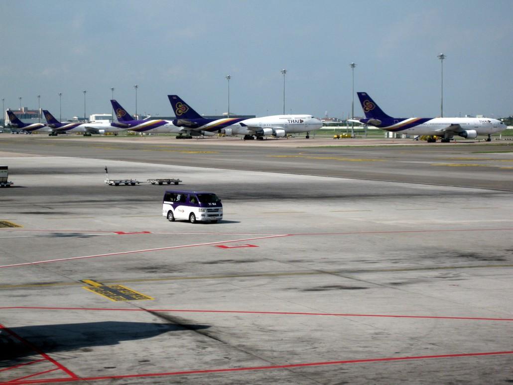 Flugzeuge von Thai Airways in Bangkok Suvarnabhumi
