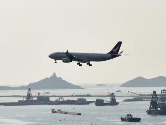 Cathay Dragon Airbus A330-300 im Anflug auf den Hong Kong Airport