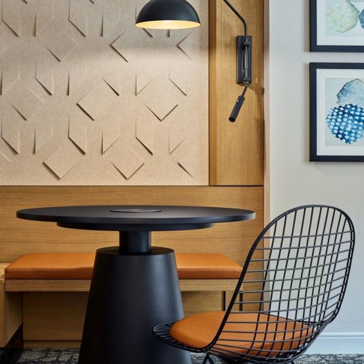 Schreibtisch im neuen Design des Sheraton Hotels