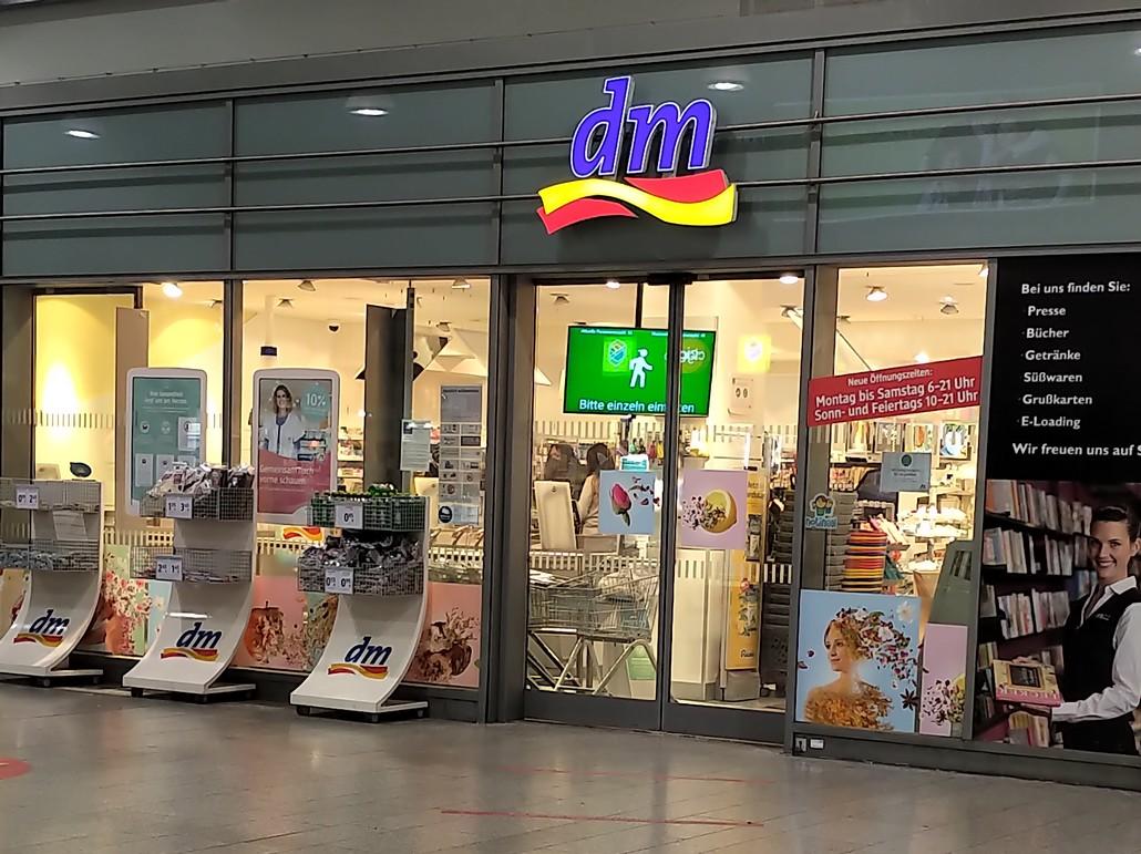 Filiale von dm Drogerie Markt im Hauptbahnhof Duisburg