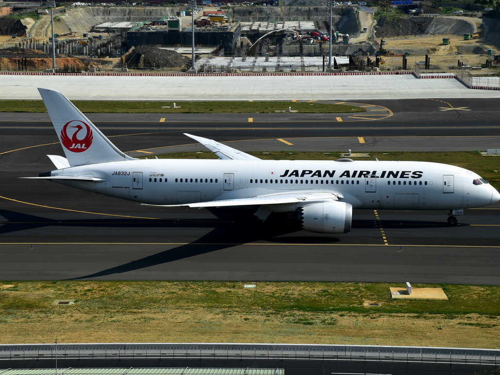Japan Airlines Boeing 787-8 am Taipei Taoyuan Airport
