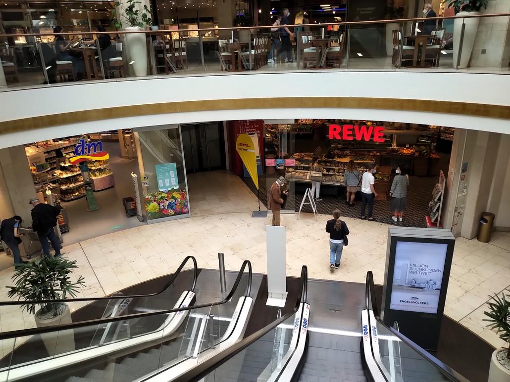 Rewe und dm Geschäfte in der KÖ-Galerie in Düsseldorf